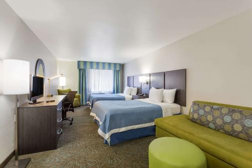 Days Inn & Suites by Wyndham East Flagstaff - Flagstaff - Bedroom