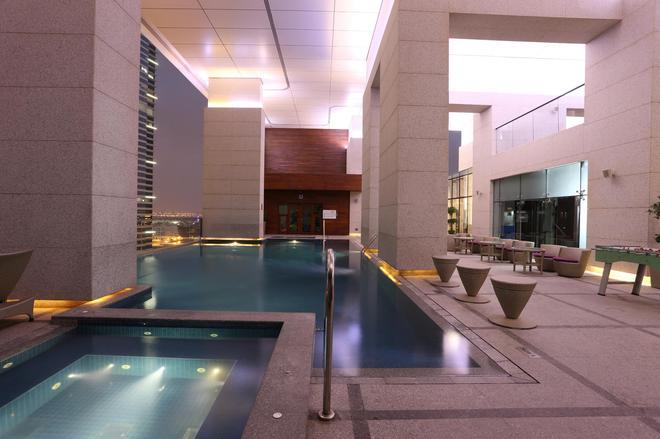 Bonnington Jumeirah Lakes Towers - Dubai - Pool