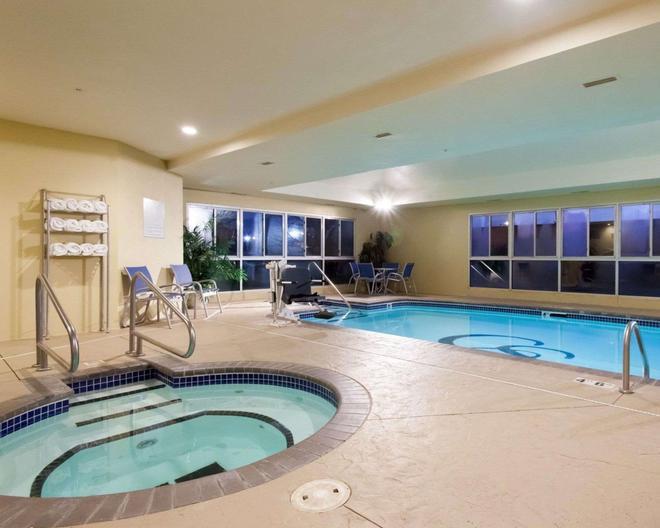 Comfort Suites Central/I-44 - Tulsa - Πισίνα
