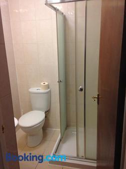 Abbey Lodge Hotel - High Wycombe - Bathroom