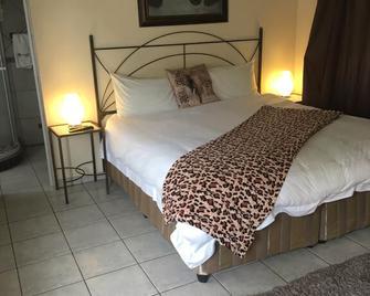 Elephant Lodge Guesthouse - Vanderbijlpark - Slaapkamer
