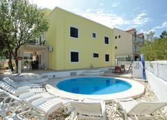 Dragan's Den Hostel - Korčula - Πισίνα