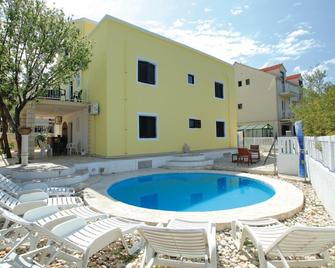 Dragan´s Den Hostel - Korčula - Pool
