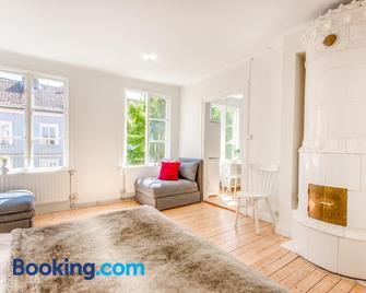 City Apartments in Jonkoping - Джонкопінг - Living room