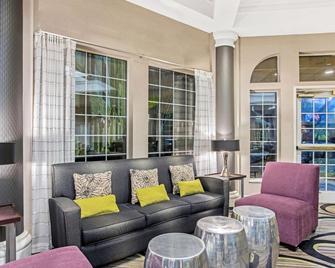 La Quinta Inn & Suites by Wyndham Birmingham Homewood - Homewood - Lobby