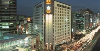 โรงแรมบราเธอร์ - ไทเป