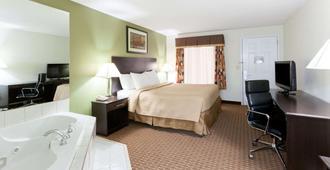 Super 8 by Wyndham Decatur/Dntn/Atlanta Area - Decatur - Bedroom