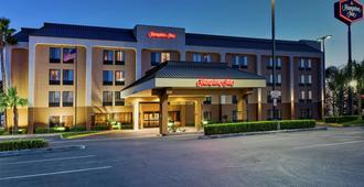 Hampton Inn Bakersfield-Central - Bakersfield - Building