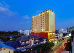Best Western Plus Makassar Beach - Makassar - Building