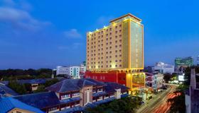 Best Western Plus Makassar Beach - Kota Makassar - Bangunan