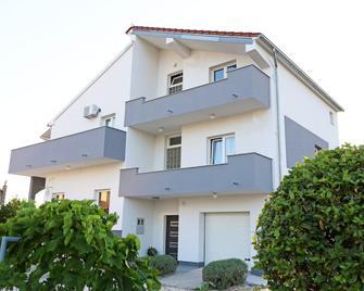 Guesthouse Villa Domenico - Lozovac - Building