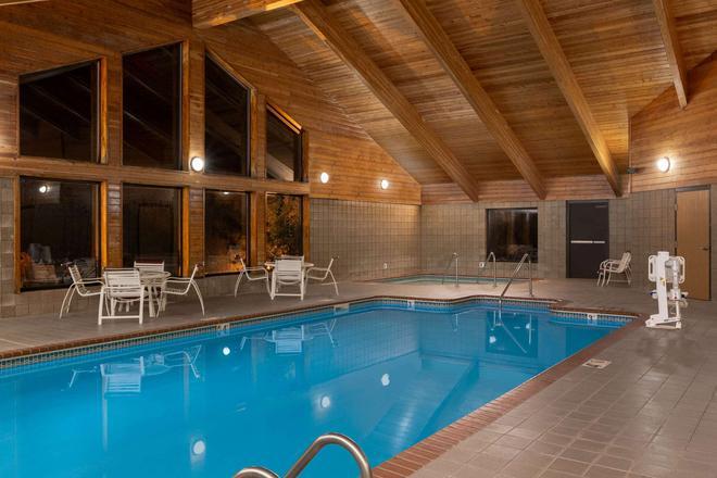科勒爾維爾阿美瑞辛酒店 - 科勒爾維爾 - 科勒爾維爾 - 游泳池
