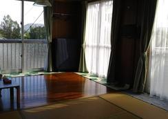 Irumote So - Hostel - Taketomi - Room amenity