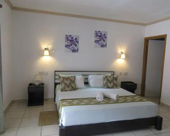 Forest Lodge Guest House - Bel Ombre - Bedroom