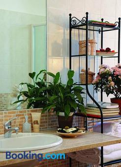 Luna Caprese - Naples - Bathroom