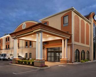 Days Inn & Suites by Wyndham Murfreesboro - Murfreesboro - Building