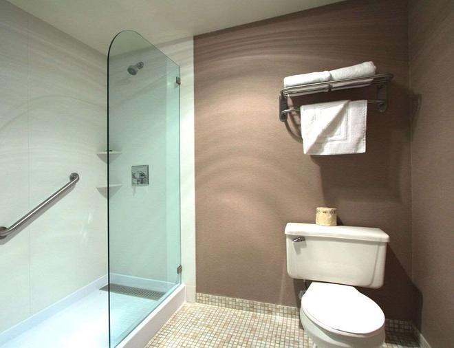 Executive Inn & Suites Oakland - Oakland - Bathroom