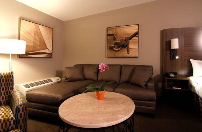Executive Inn & Suites Oakland - Oakland - Living room