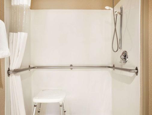Baymont by Wyndham Sioux Falls Near West 41st Street - Sioux Falls - Bathroom