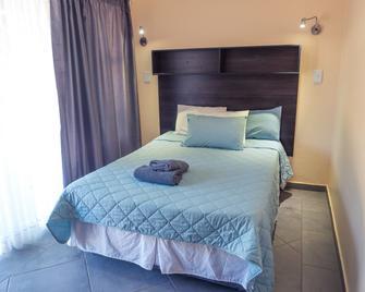 Hartbeespoort Holiday Resort - Hartbeespoort - Slaapkamer