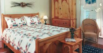 Squibb Houses - Cambria - Bedroom