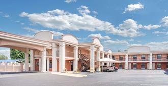 Days Inn by Wyndham McAllen - McAllen - Building