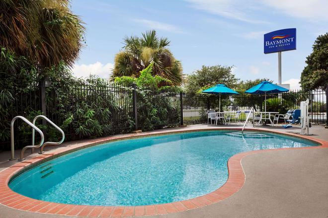 Baymont by Wyndham Clute - Clute - Pool