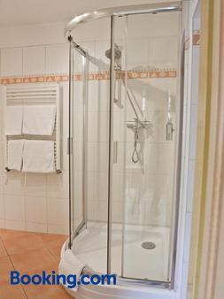 莫札特 EA 酒店 - 卡羅維瓦立 - 卡羅維發利 - 浴室