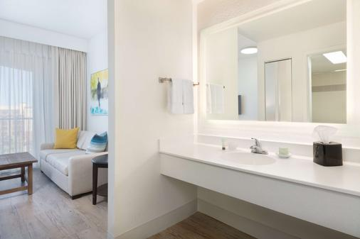 Sirata Beach Resort - Saint Pete Beach - Bathroom
