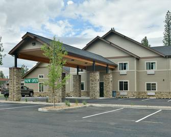 Grandstay Hotel & Suites - Sisters - Building