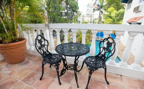 At Wind Chimes Boutique Hotel - San Juan - Balcony