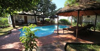 Chanters Lodge - Livingstone - Pool