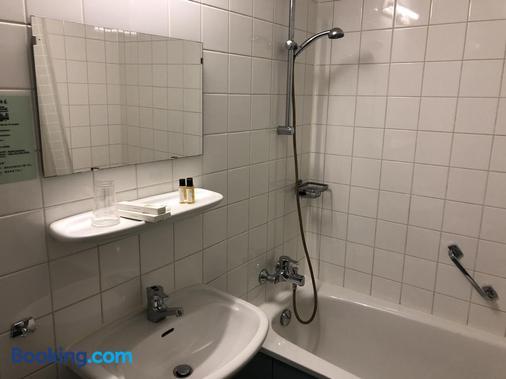 Hotel New Ocean Paradise - Rotterdam - Bathroom