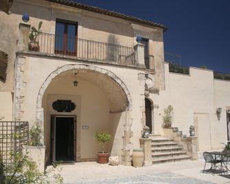 Agriturismo Chiusa DI Carlo - Avola - Building