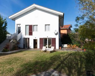 Guest House Le Acacie - Spoltore - Building