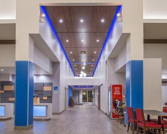 Holiday Inn Express Mystic - Mystic - Lobby