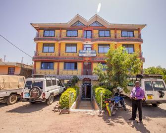 Grande Hotel - Isiolo - Building