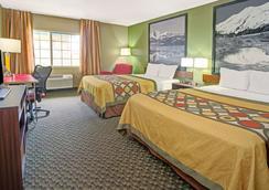 Super 8 by Wyndham Wheat Ridge/Denver West - Wheat Ridge - Bedroom