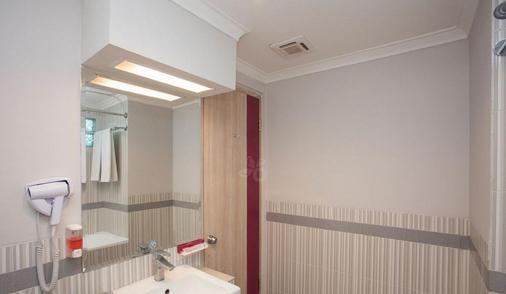 Favehotel Premier Cihampelas - Bandung - Bathroom