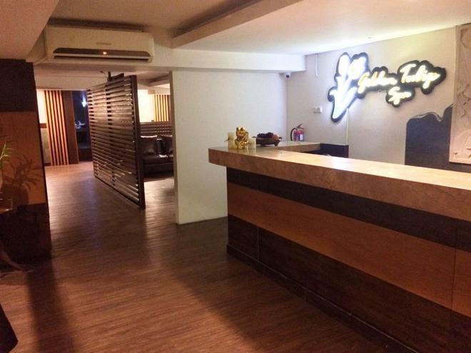 Favehotel Premier Cihampelas - Bandung - Front desk