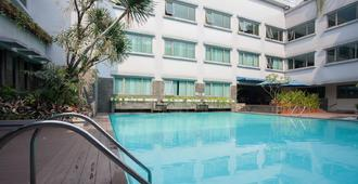 Favehotel Premier Cihampelas - Băng-đung - Bể bơi