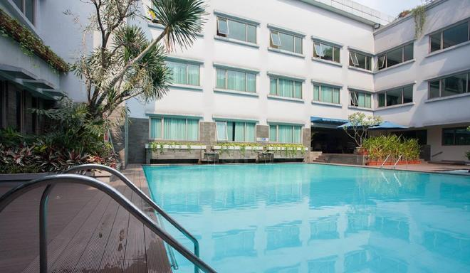 Favehotel Premier Cihampelas - Bandung - Pool