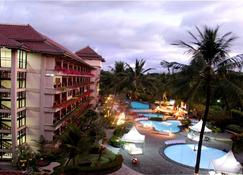 The Jayakarta Yogyakarta Hotel & Spa - Yogyakarta - Pool