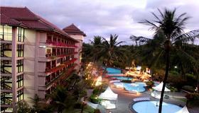 The Jayakarta Yogyakarta Hotel & Spa - Yogyakarta - Bể bơi