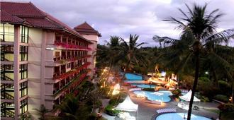 The Jayakarta Yogyakarta Hotel & Spa - Yogyakarta - Piscina