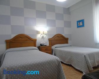 Hotel Bruselas - A Guarda - Schlafzimmer