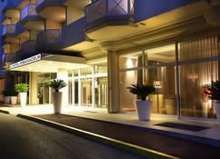 AC Hotel by Marriott Ambassadeur Antibes- Juan les Pins - Antibes - Edificio