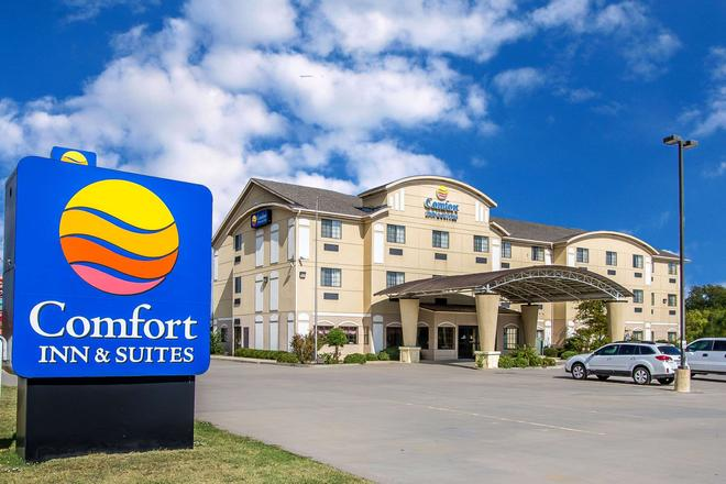 Comfort Inn and Suites Atoka - Atoka - Edificio