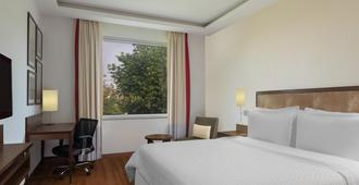 Four Points by Sheraton New Delhi Airport Highway - New Delhi - Bedroom