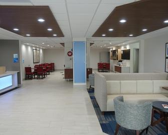 Holiday Inn Express & Suites Brentwood - Brentwood - Lobby